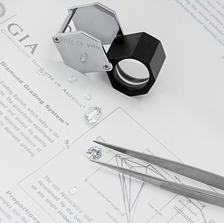 Gia_primo-piano-compro-oro-a-torino-certificati-compro-oro-a-torino-analisi-gemmologica-compro-oro-a-torino-Compro-vendo- gioielli- diamanti-argento-orologi-pietre-preziose-aste